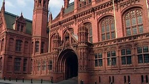 Woman pleads guilty to housing benefit fraud